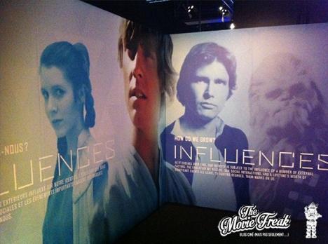 Le parcours de l'expo se compose de plusieurs segments, présentés par des panneaux d'introduction.