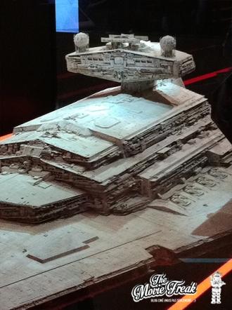 Un zoom sur l'avant de la maquette du Destroyer…
