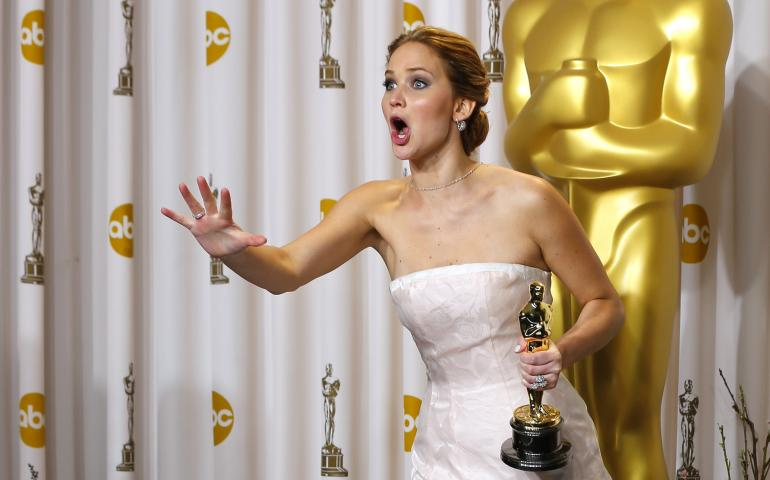 jennifer-lawrence-her-oscar