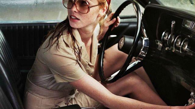 la-dame-dans-l-auto-avec-des-lunettes-et-un-fusil-de-joann-sfar-avec-freya-mavor-stacy-martin-benjamin-biolay_5392475