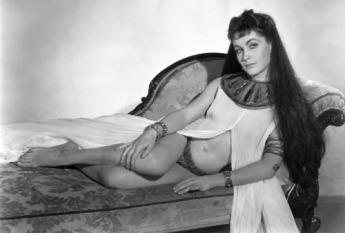Yvonne Furneaux dans LA MALÉDICTION DES PHARAONS de Terence Fisher.