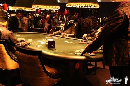 Reconstitution d'une table de jeux dans la salle des costumes