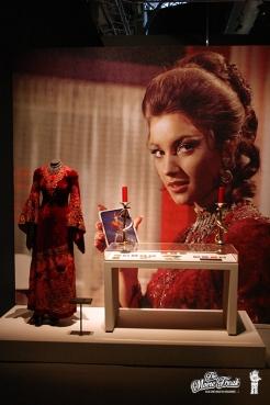 Robe de Solitaire (Jane Seymour) dans VIVRE ET LAISSER MOURIR