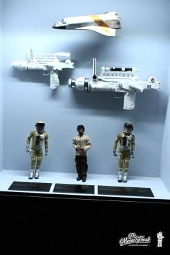 Armes et figurines astronautes dans MOONRAKER