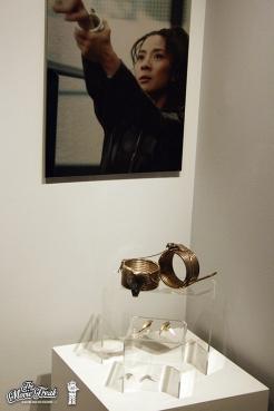 Bracelets de Wai Lin (Michelle Yeoh) dans DEMAIN NE MEURT JAMAIS