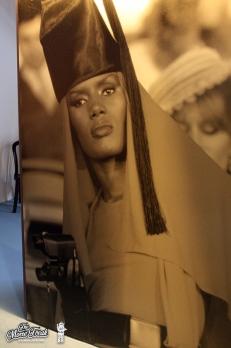 Photo géante de May Day (Grace Jones) dans la salle des ennemis de 007