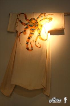 Robe de chambre d'Octopussy (Maud Adams) dans OCTOPUSSY